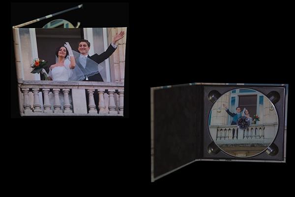 Le Dvd et son Coffret imprimés, personnalisés de toutes les photographies. Intérieur du coffret en velour noir.